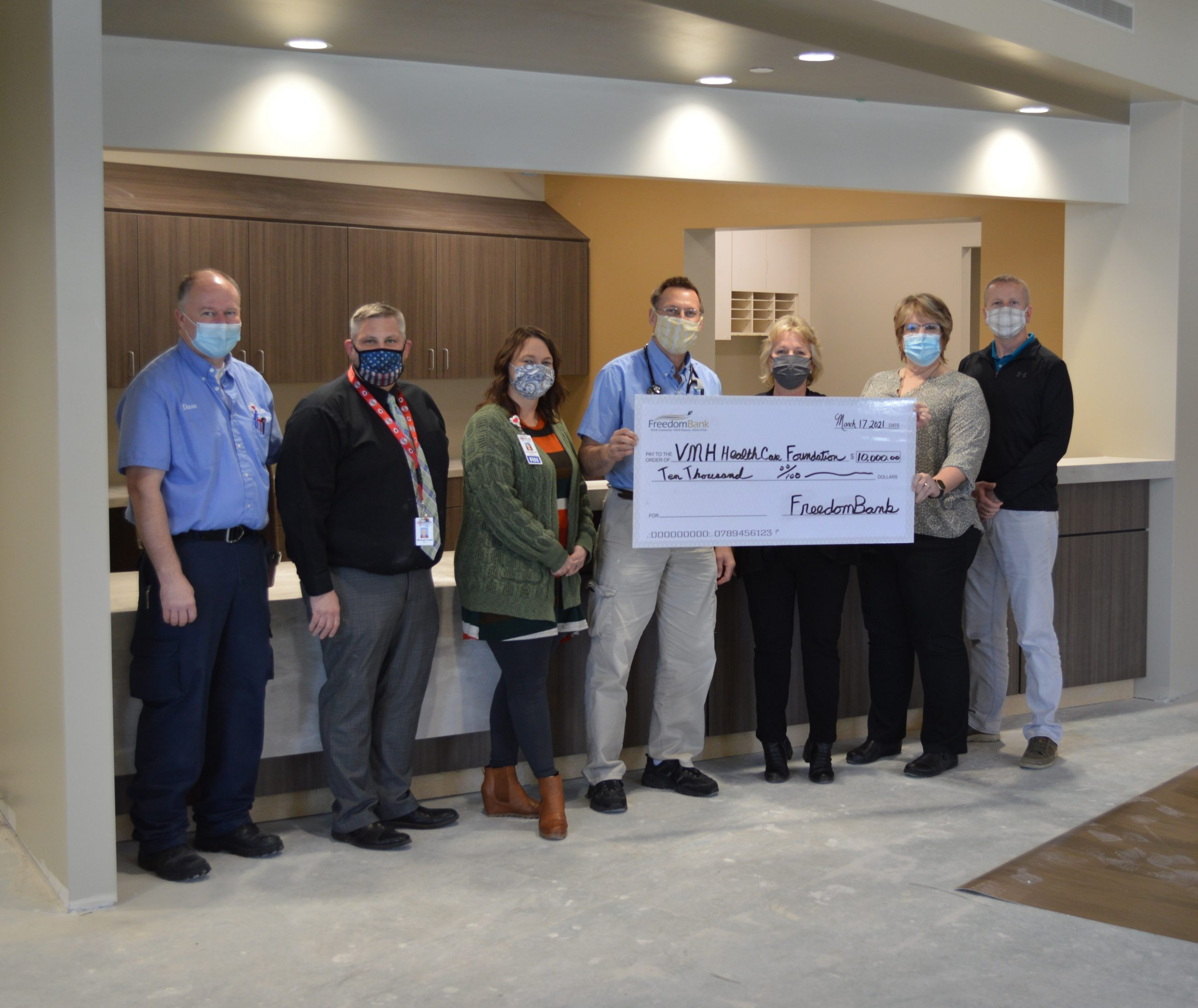 Read more about the article Veterans Memorial Health Care Foundation Receives A Generous Donation from FreedomBank